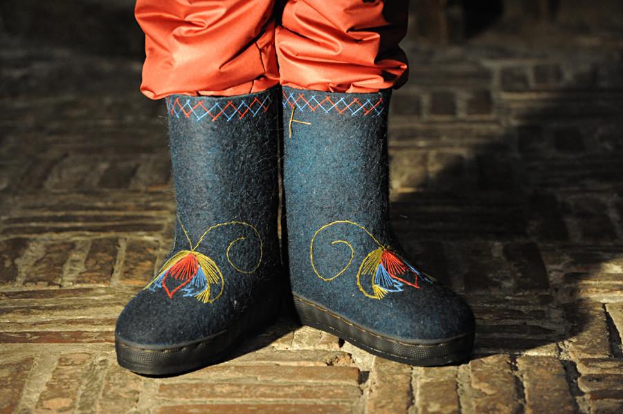 Pegawai perusahaan biasanya memakai valenki sebagai bagian dari seragam musim dingin.