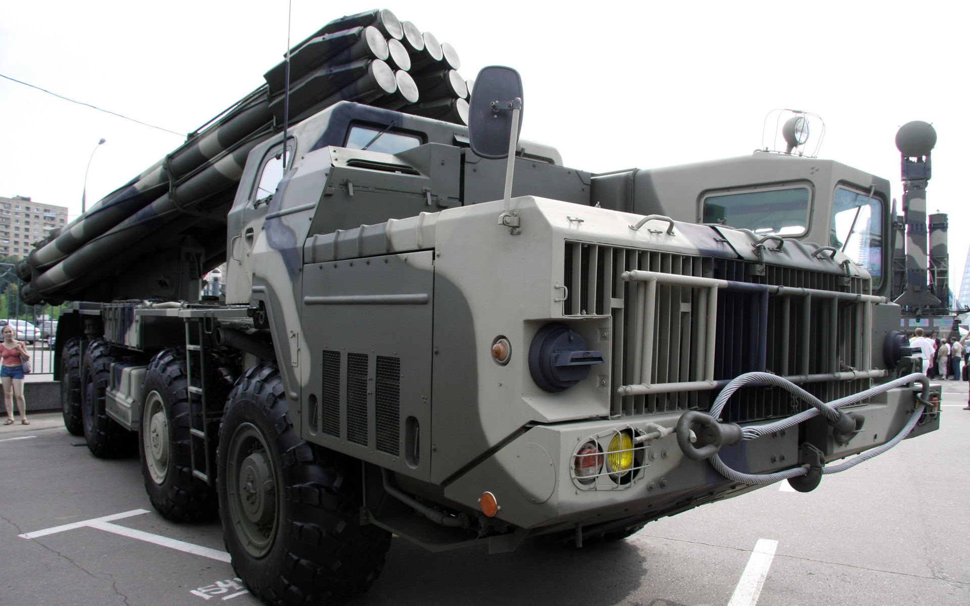 9K58 Smerč na ekspoziciji ruskega obrambnega ministrstva. Do leta 2020 naj bi ga v v ruski vojski celoti zamenjal novi Tornado-S.