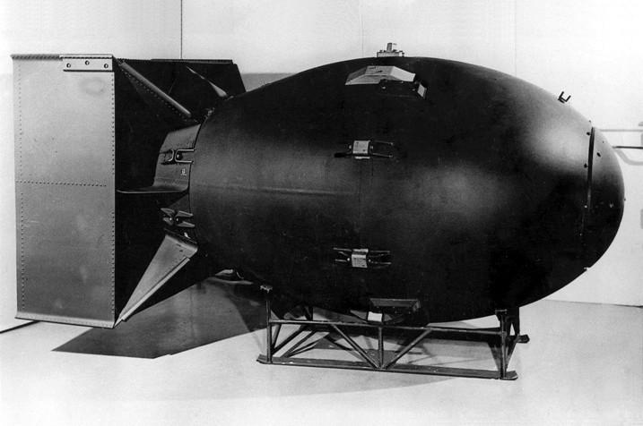 Replika ameriške bombe Fat Man, ki so jo 9. avgusta odvrgli na japonsko mesto Nagasaki.