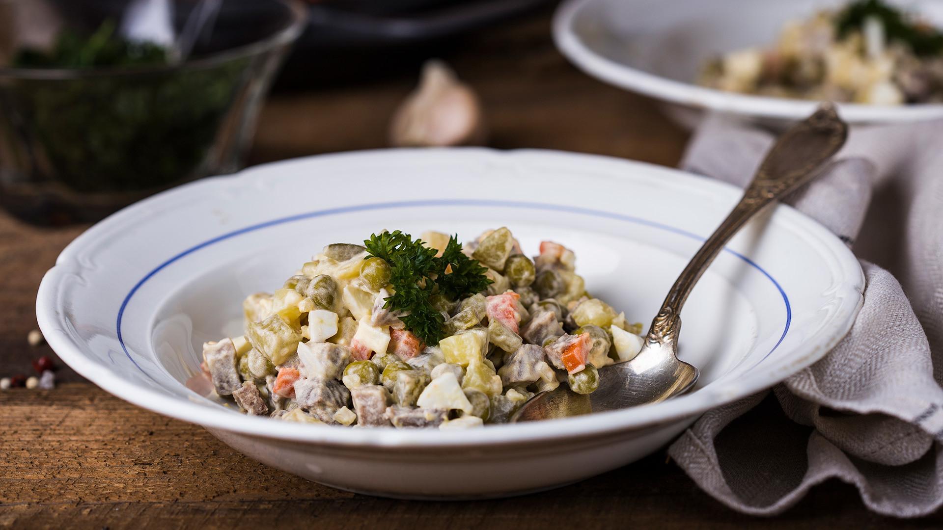 Salada russa existe mesmo (e nós damos a receita!).