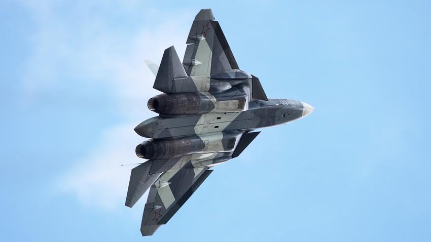 """Руски ловац пете генерације """"Сухој"""" Су-57 (Т-50)."""