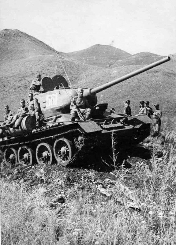 Sovjetski tank v Mandžuriji, 1945