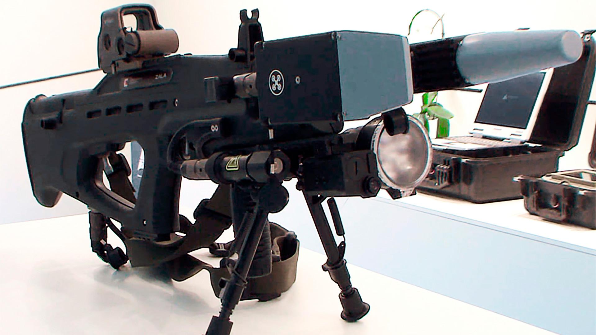 O REX-1 é um dos primeiros rifles eletromagnéticos russos que pode combater drones armados.