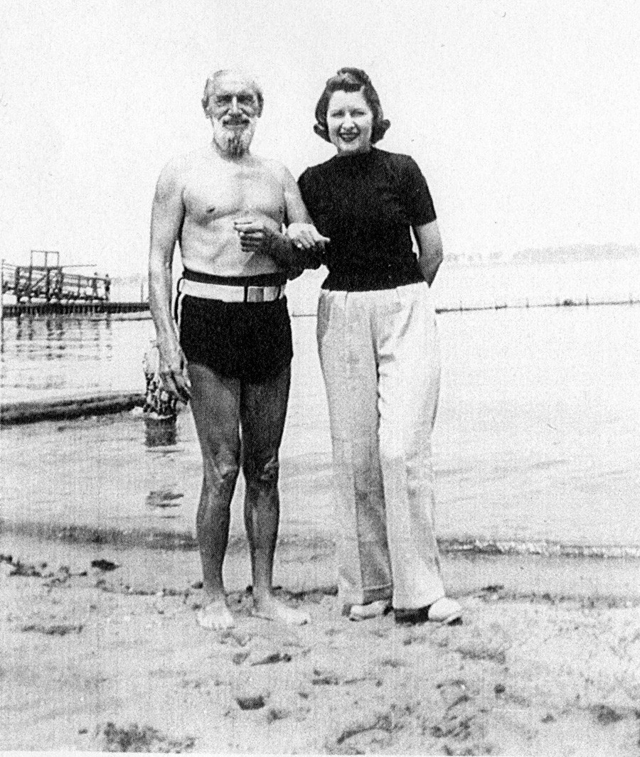 Sculptor Sergey Konenkov and Margarita Konenkova on holiday.