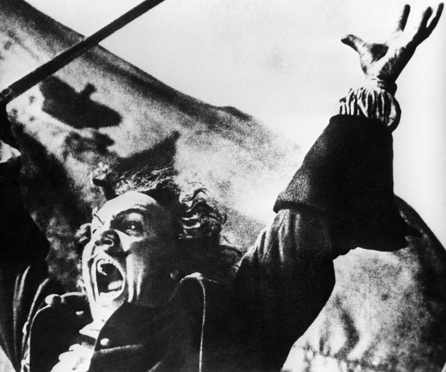 Cena do filme 'Pedro, o Grande'. Historiadores dizem que o escritor criou a obra a mando de Stálin, como parte dos esforços para reforçar o culto a sua personalidade.