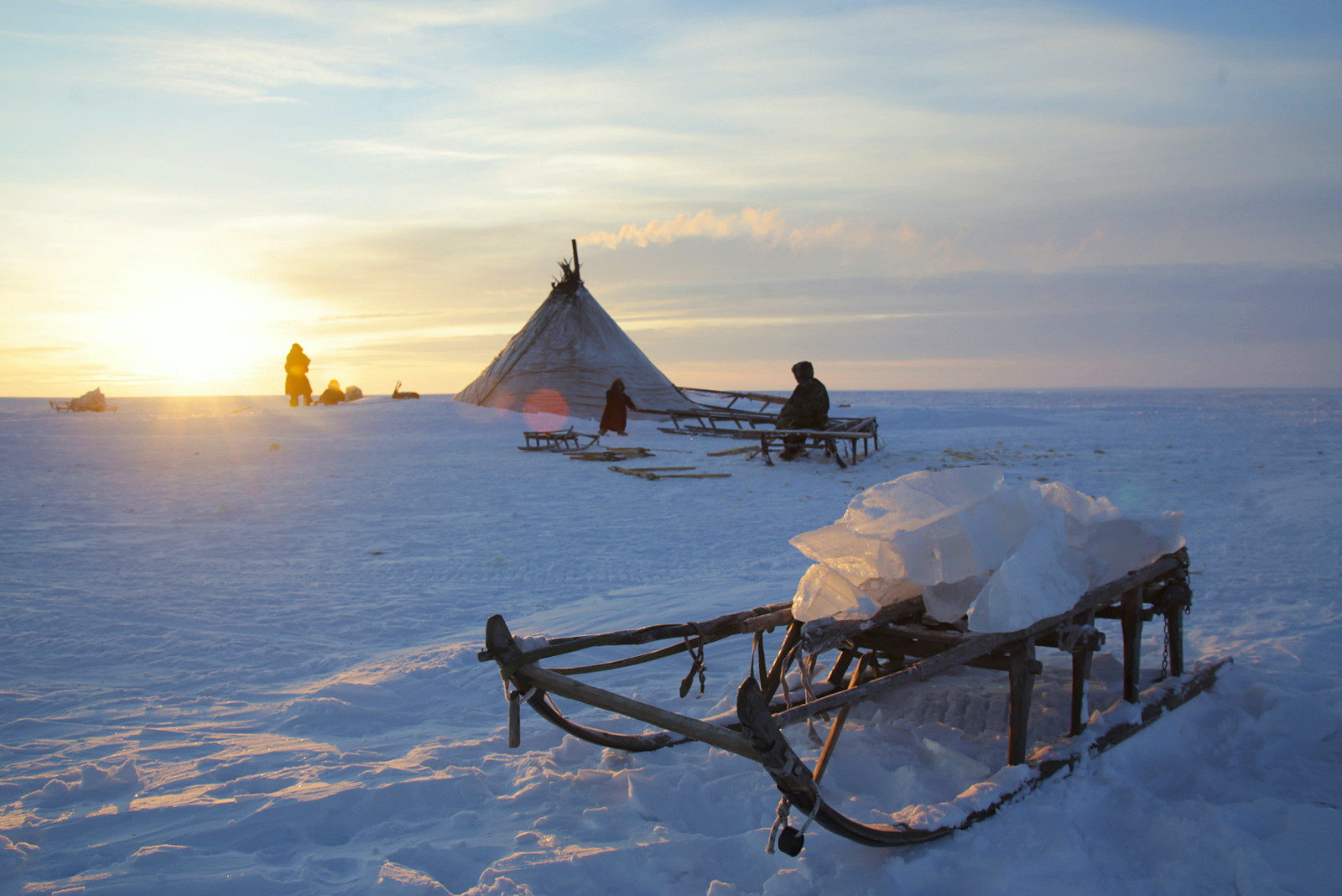 Pasokan es keluarga Nenet selama beberapa hari.