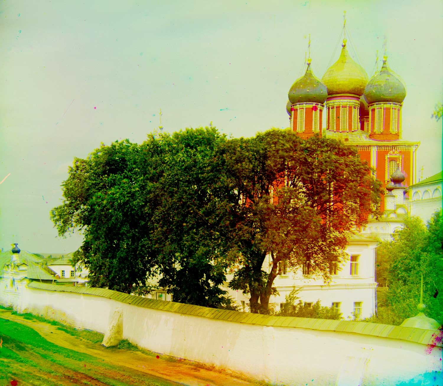 Ryazan Kremlin. Background: Dormition Cathedral. Foreground: wall of Transfiguration Monastery, Transfiguration Cathedral (far right). Summer 1912.