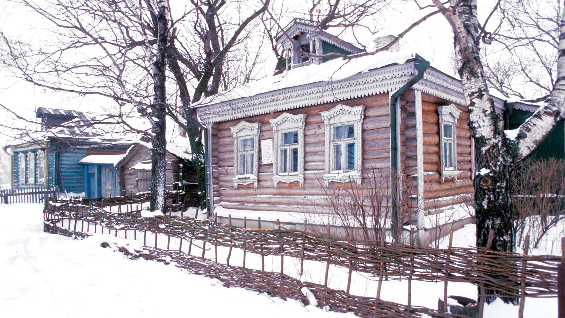 Rojstna hiša pesnika Sergeja Jesenina v vasi Konstantinovo.