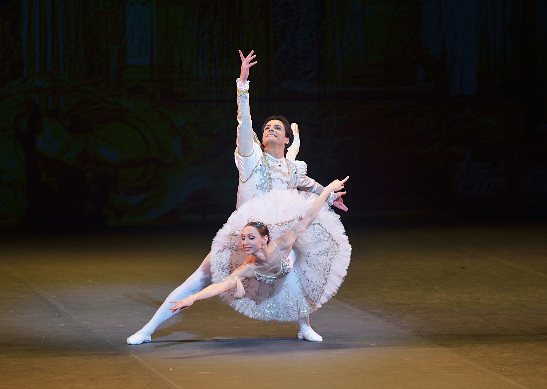 Ekaterina Osmolkina and Giuseppe Picone performing 'The Sleeping Beauty' in London