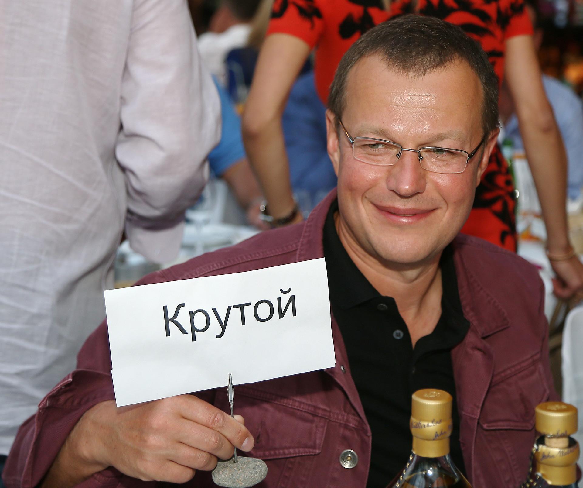 Segundo a polícia russa, no final dos anos 1990, Shefler adquiriu ilegalmente uma série de marcas comerciais.