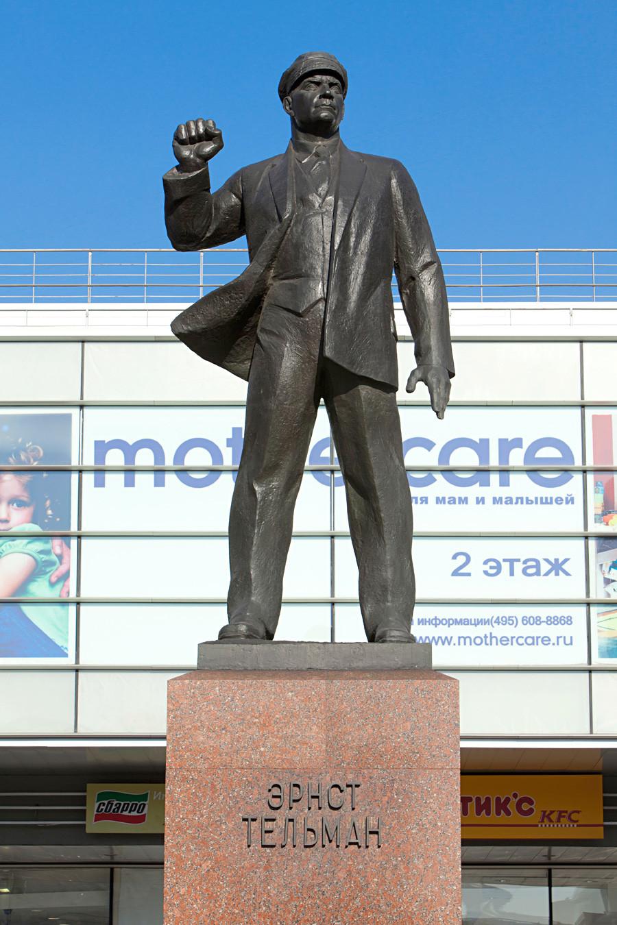 エルンスト・テールマンの像