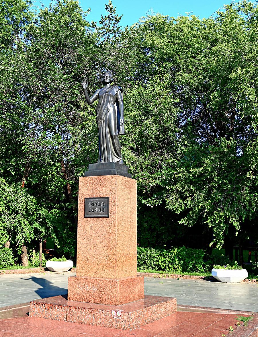 インディラ・ガンジーの像