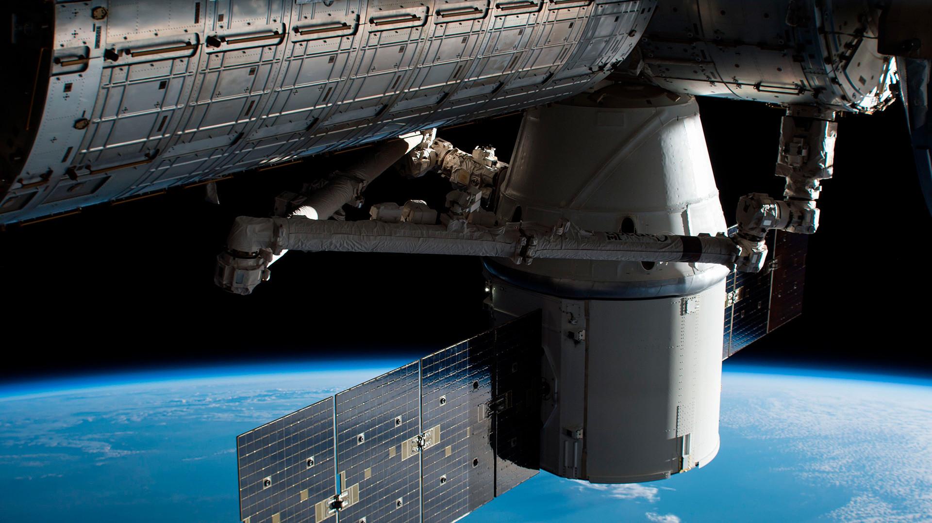 Mednarodna vesoljska postaja v orbiti.