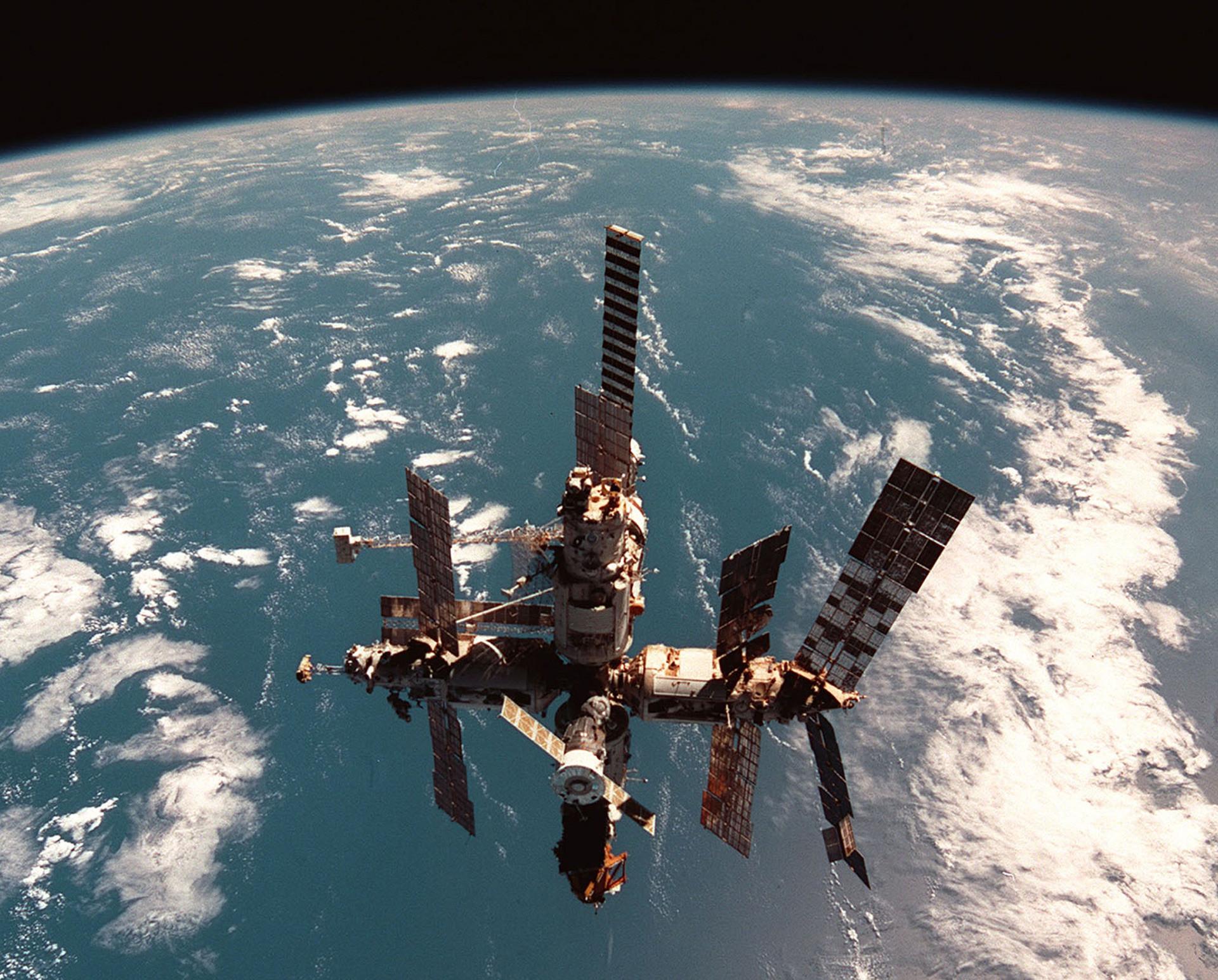 Vesoljska postaja Mir, 2001.