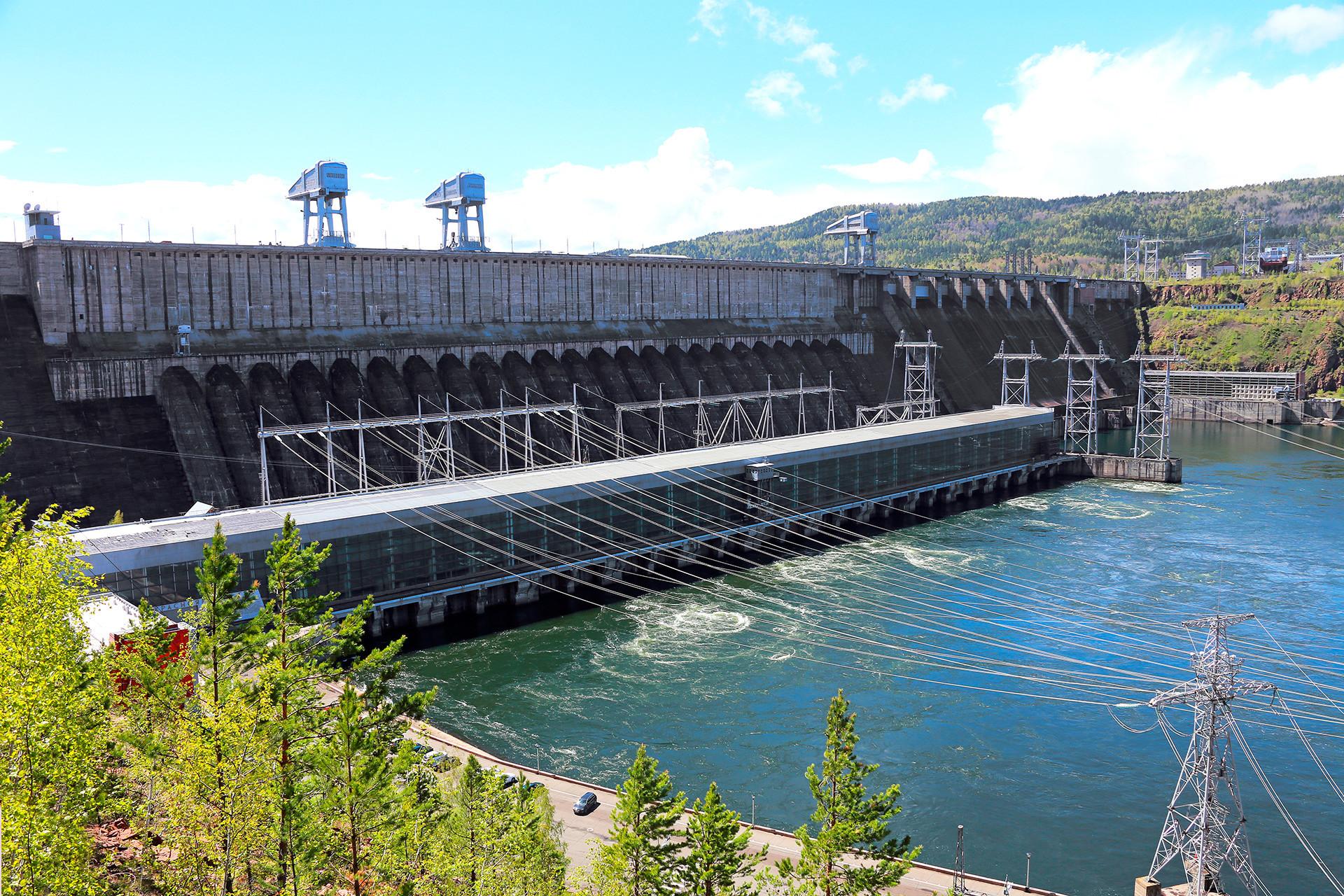 Das Wasserkraftwerk am Jenissej in Diwnogorsk bei Krasnojarsk