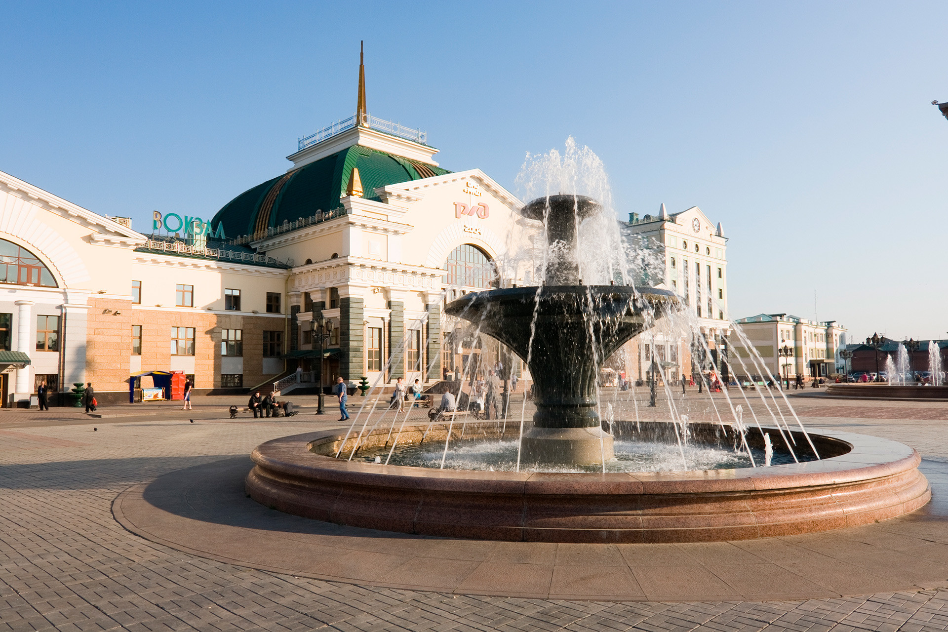 The fountain next to the railway station building in Krasnoyarsk.