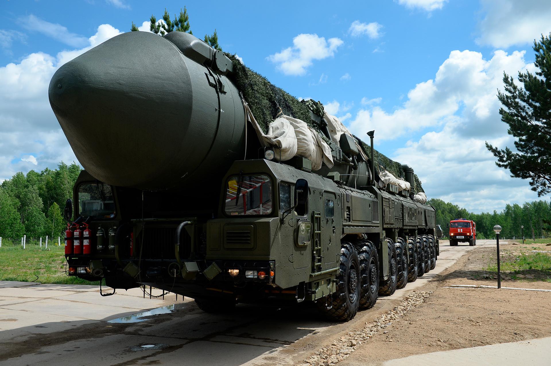 """Интерконтинентални балистички ракетни систем РС-24 """"Јарс""""."""