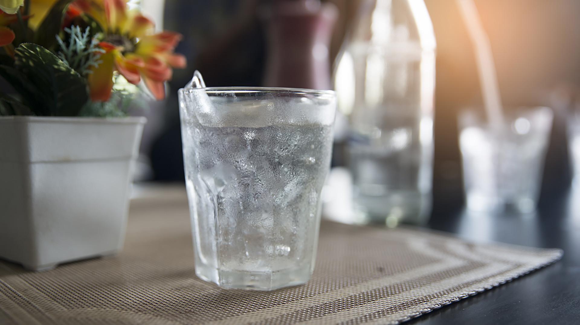 Degelar a água é um método efetivo de purificação.