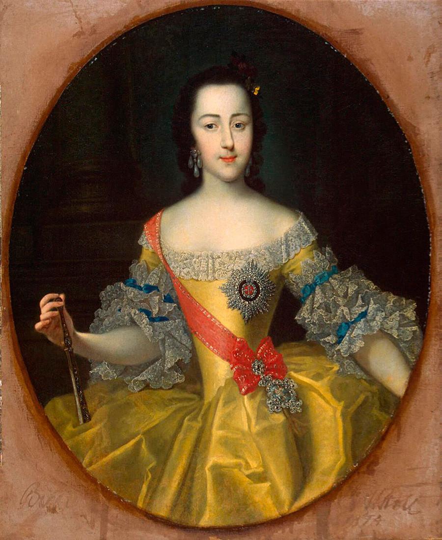 Retrato de Catarina II por Georg-Christoph Grooth, pintado por volta do ano de 1754. Museu Estatal Hermitage, São Petersburgo.