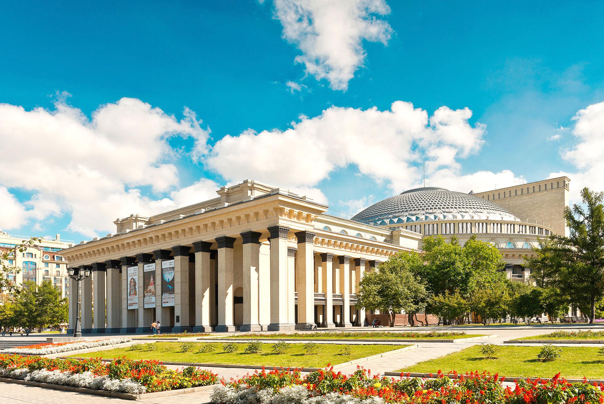 Новосибирският държавен академичен театър за опера и балет.