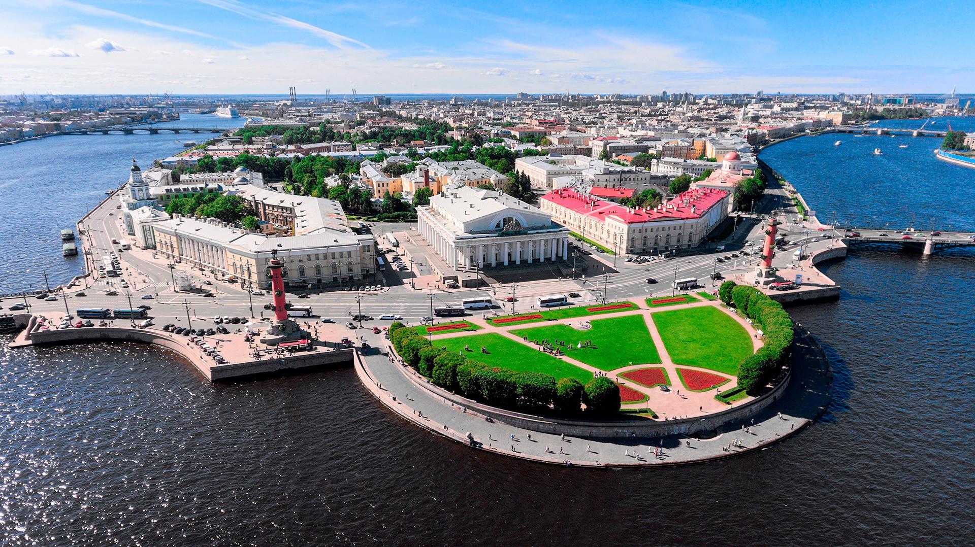 Изглед отгоре към Василиевския остров, Санкт Петербург.