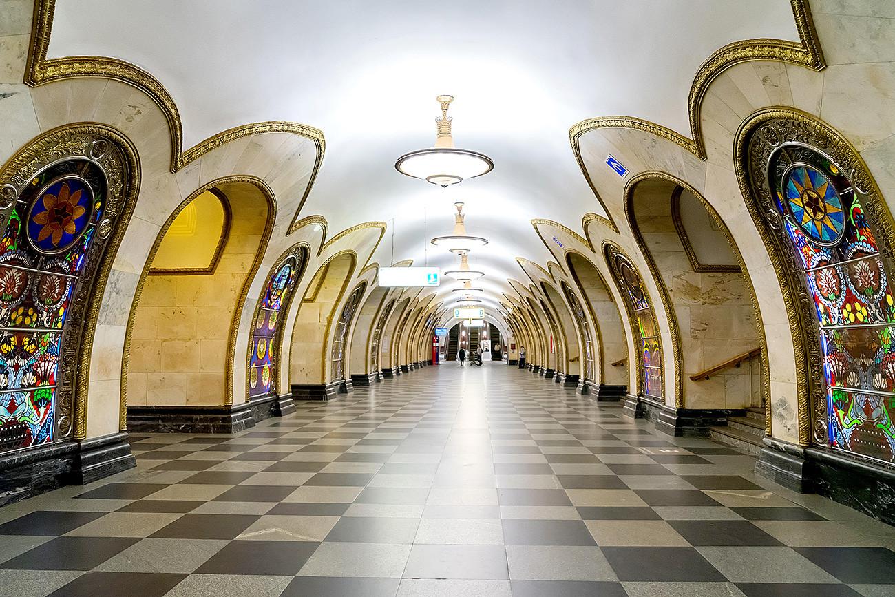 """Станица метроа """"Новослободска"""". Уз све поштовање, да ли сте видели такву лепоту у Њујорку?"""