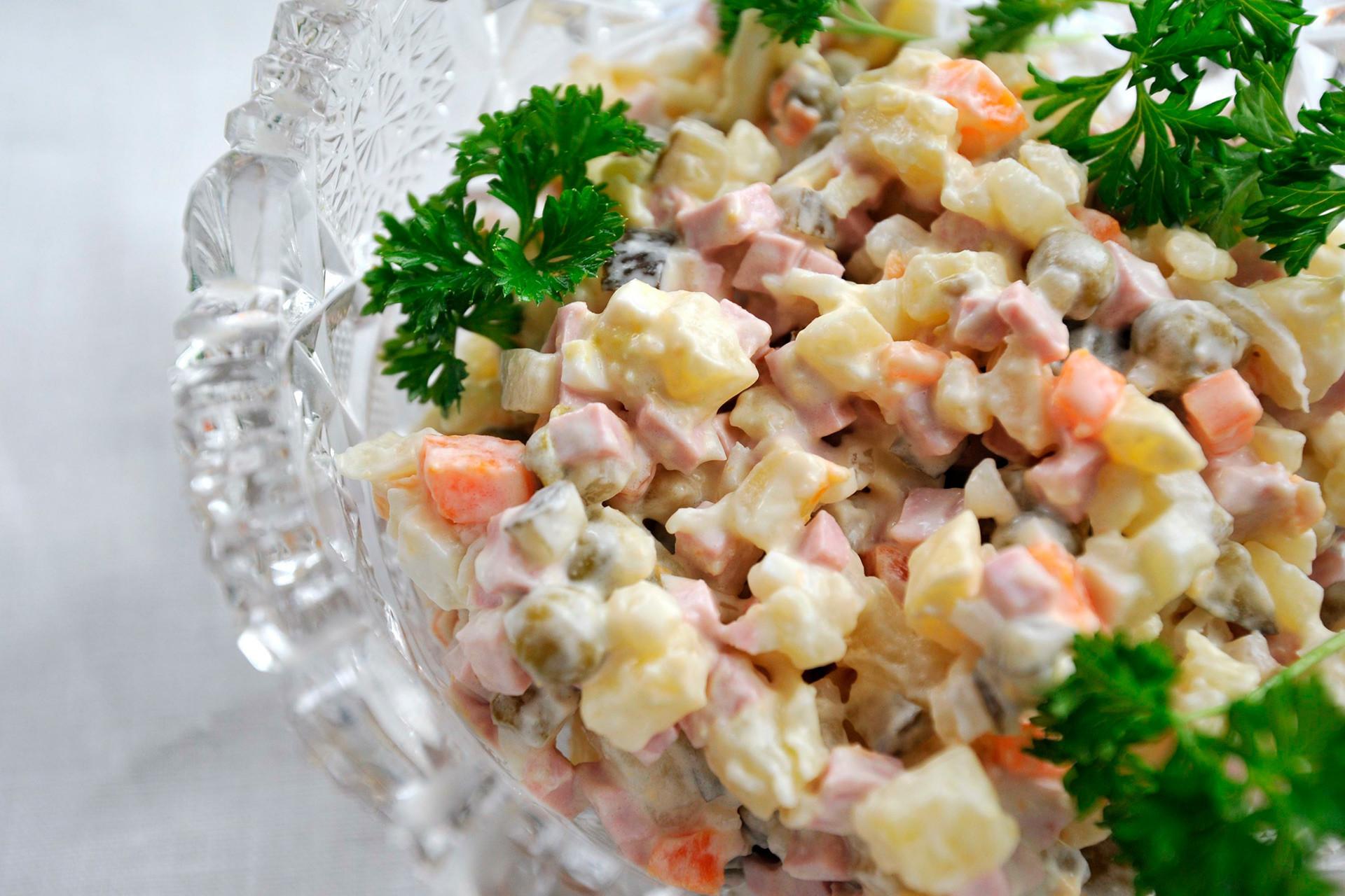 """A """"salada russa"""" ou """"olivier""""."""