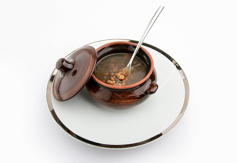 Sup dengan lentil.