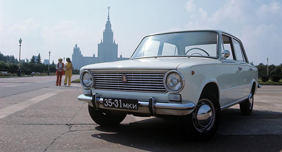 Une VAZ-2101, l'un des classiques de la Lada