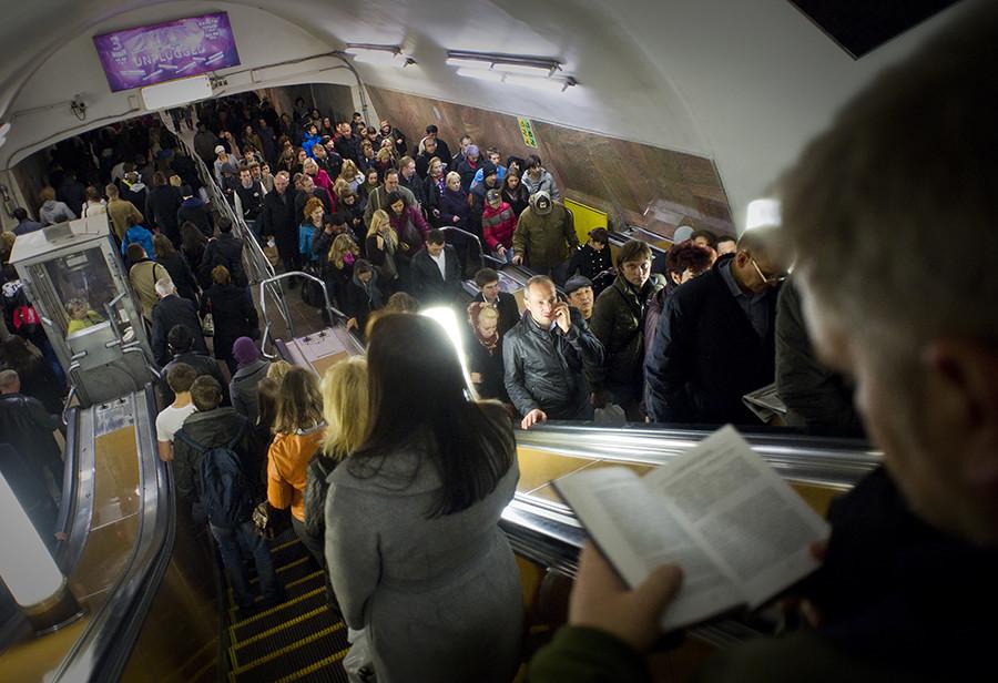 Muscovites still read paperbacks on the metro