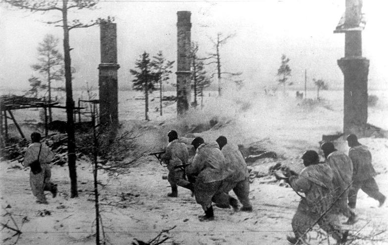 Jurišne enote volhovske fronte v napadu na sovražnika, januar 1943.
