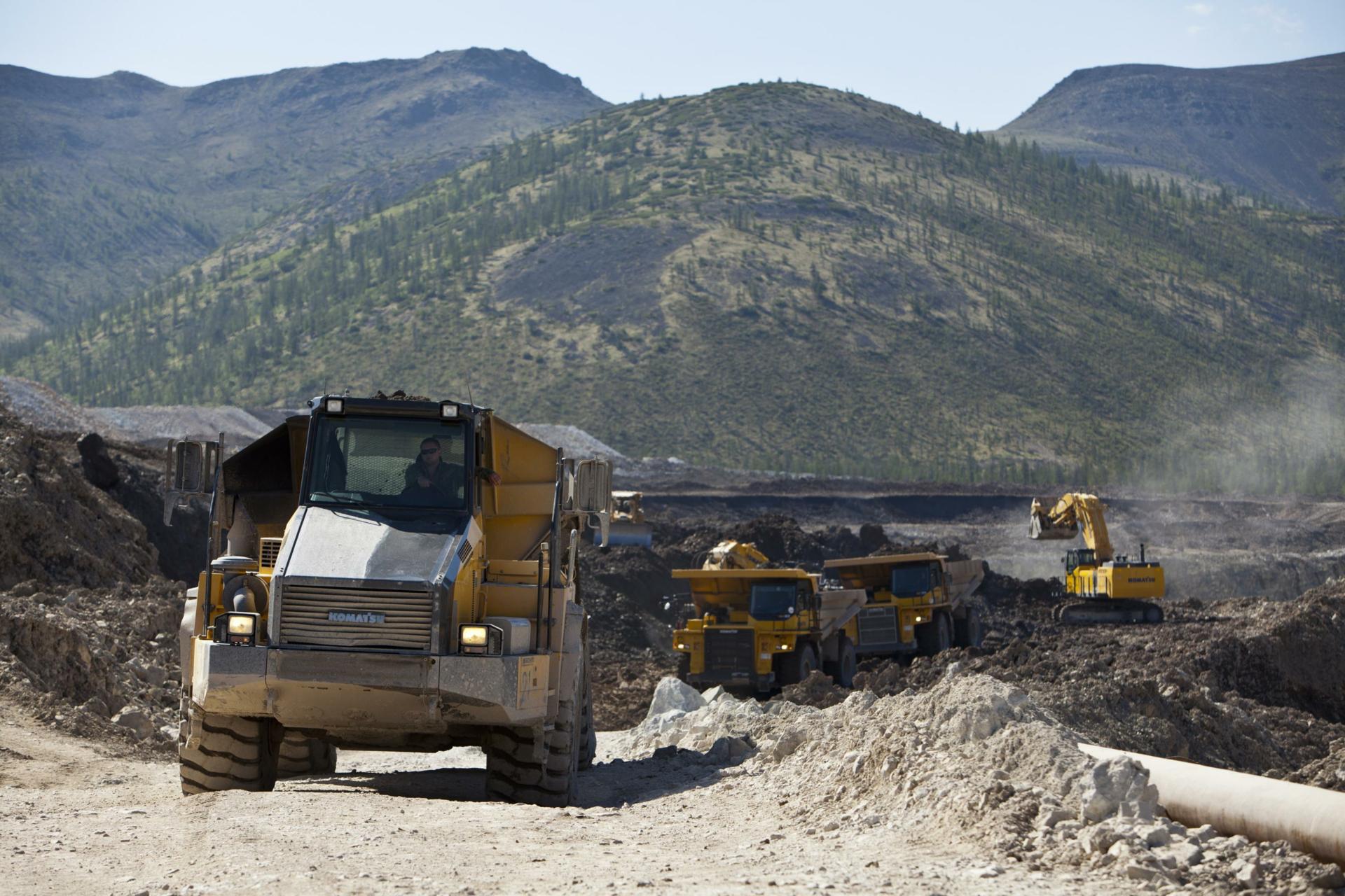 Rudnik v Magadanski regiji; na odročnem vzhodu države so plače precej nad državnim povprečjem. Razlog je tudi v bolj donosnih panogah, ki so ključnega pomena za rusko gospodarstvo.