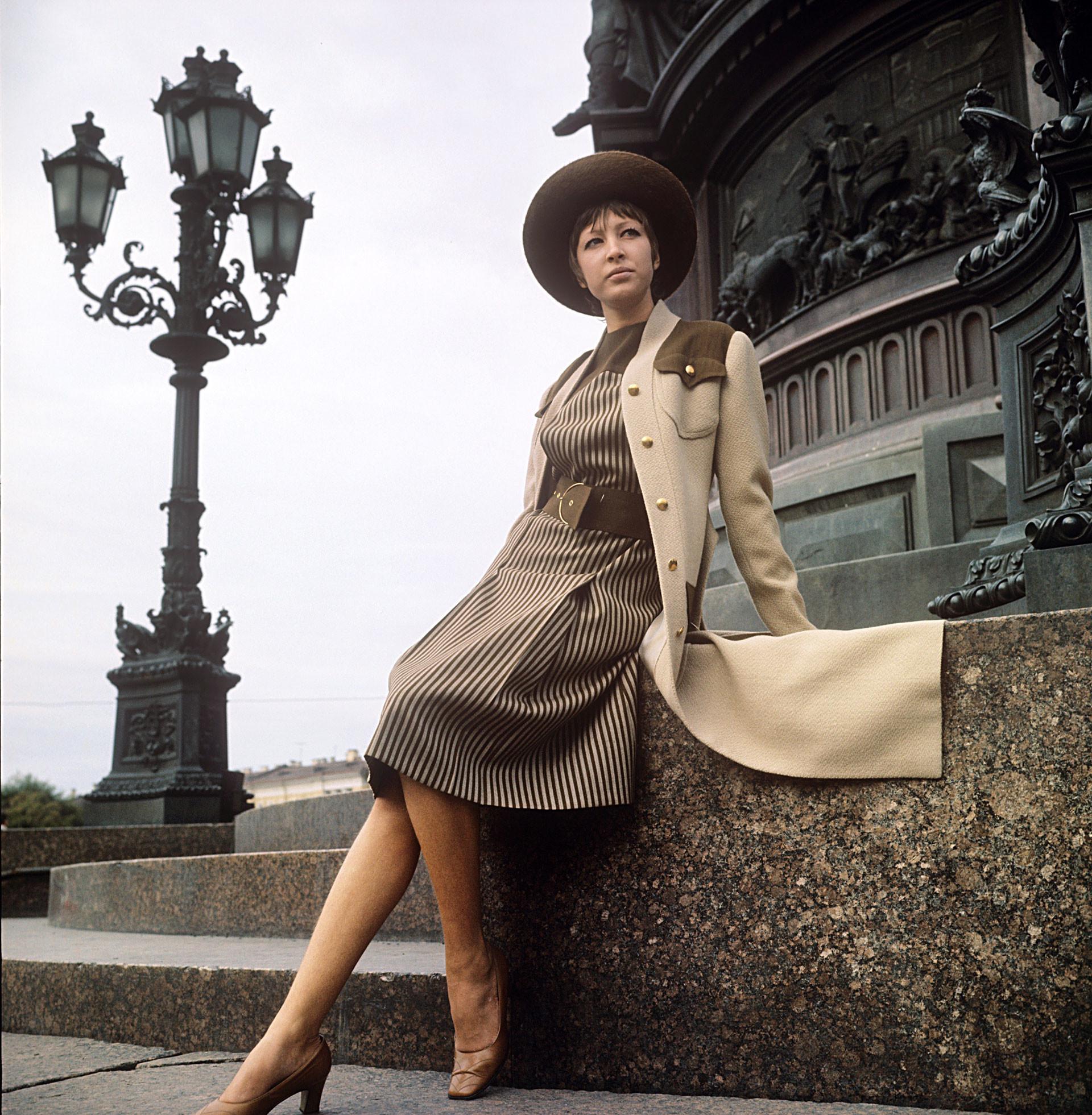 Visual elegante, 1972.