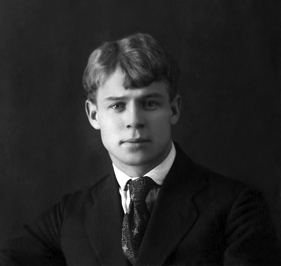 """Јесењин је имао """"анђоско лице"""", како кажу неки његови савременици у својим мемоарима, али је увек био спреман да се упусти у тучу пијаница."""