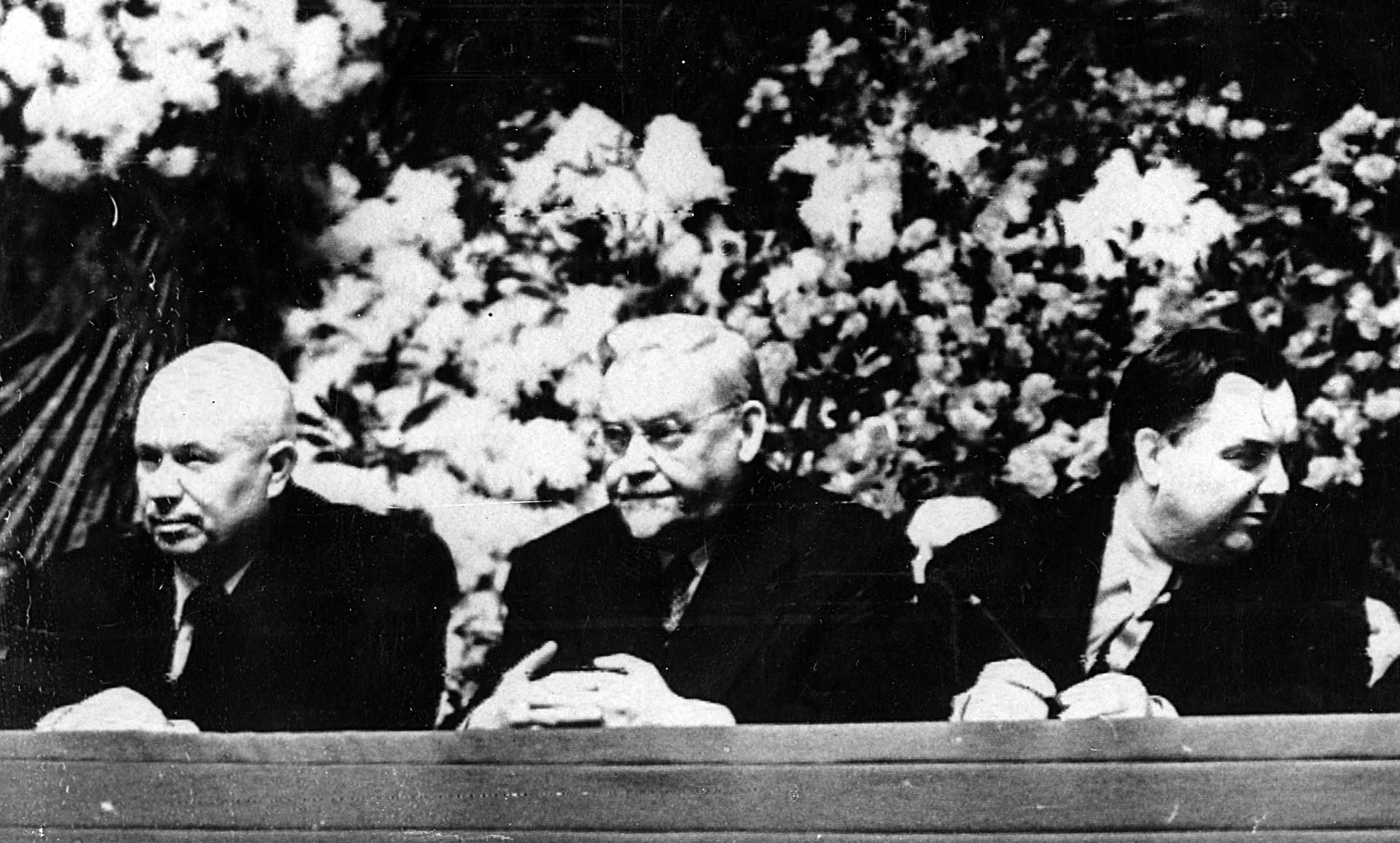 Nikita Khruschov,  Nikolai Bulganin e Geôgui Malenkov