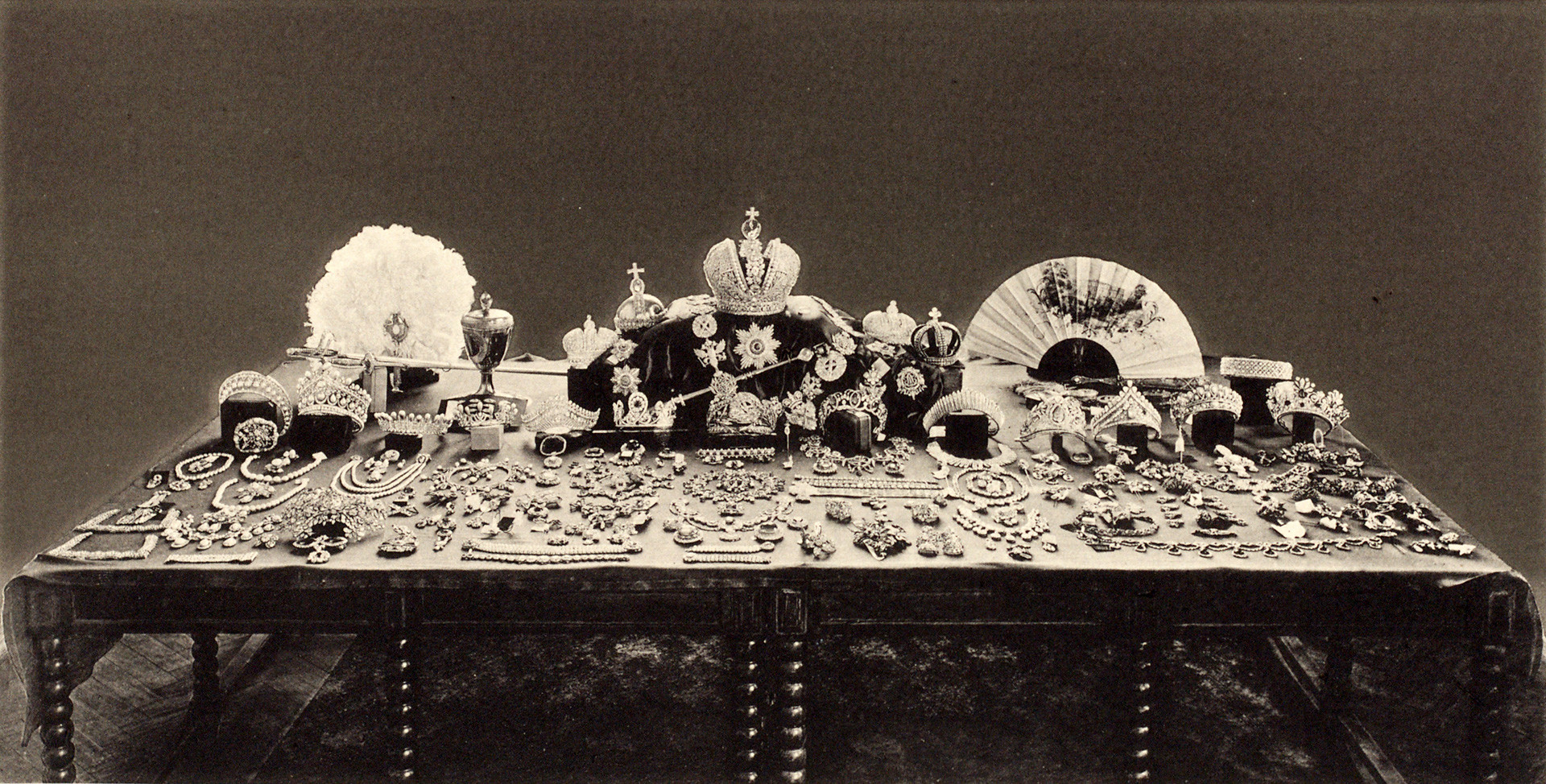 This photo, taken in 1925, shows the entire Russian jewelry collection.