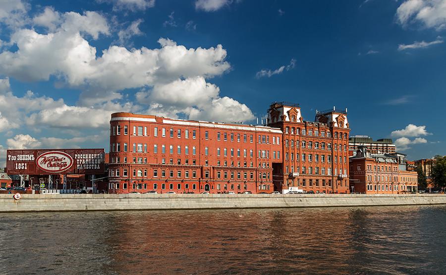 Edificio moderno de la fábrica