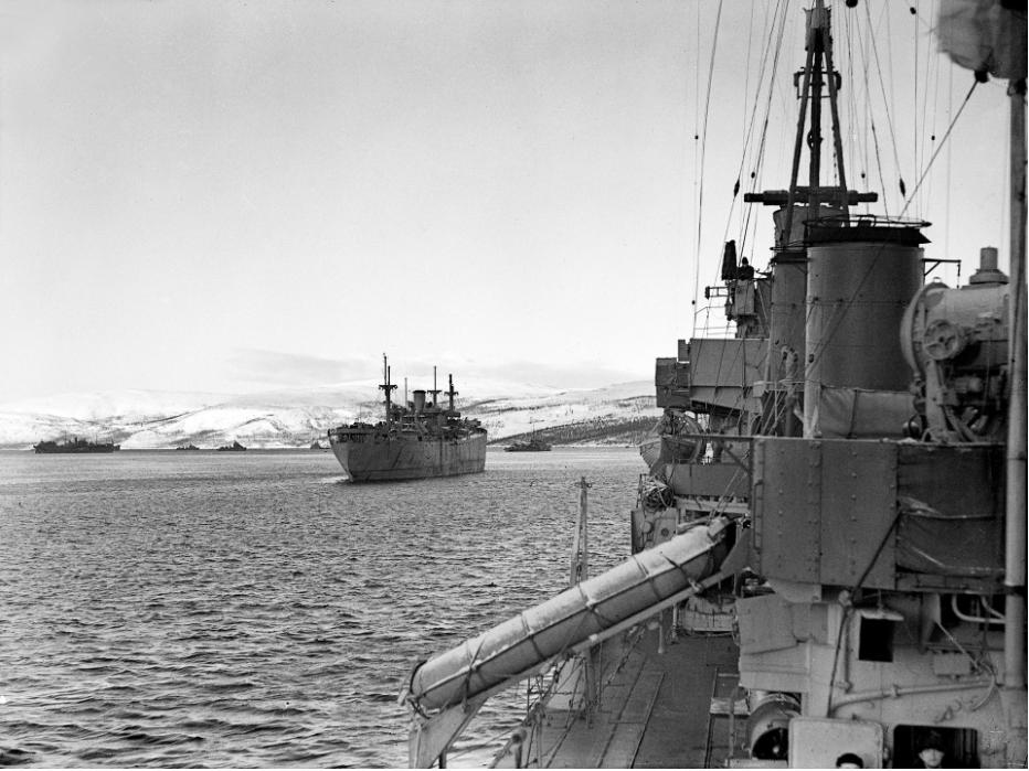 Konvoj RA-53 pluje iz Kolskega zaliva. 1. marec 1943.