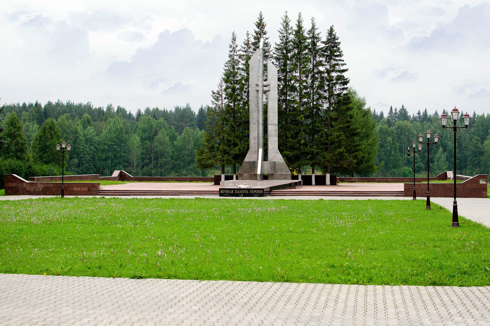 The monument on the cemetery devoted to the Plesetsk tragedy