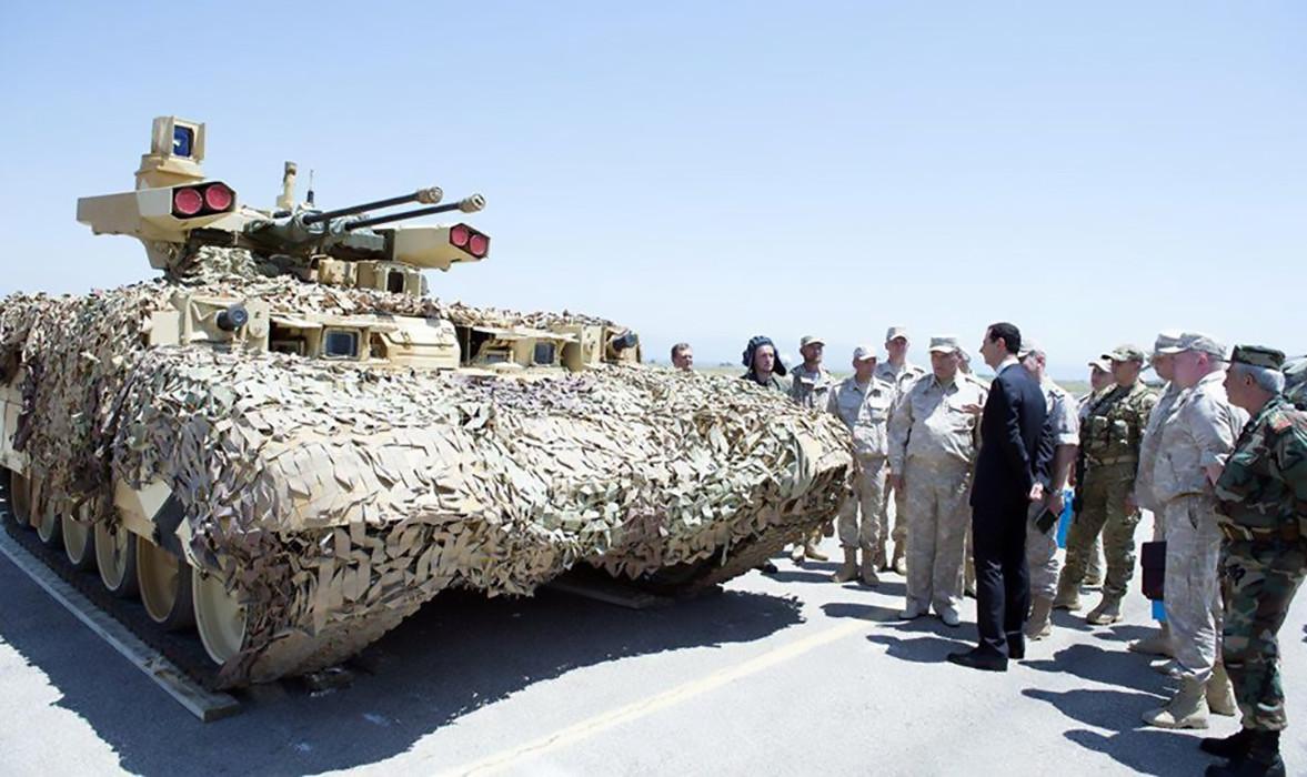 Sirski predsednik Bašar Asad v bazi Hmejmim v Siriji, ki jo uporablja ruska vojska, 27. junij 2017