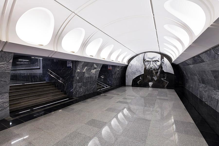 Estación de metro Dostoiévskaia.