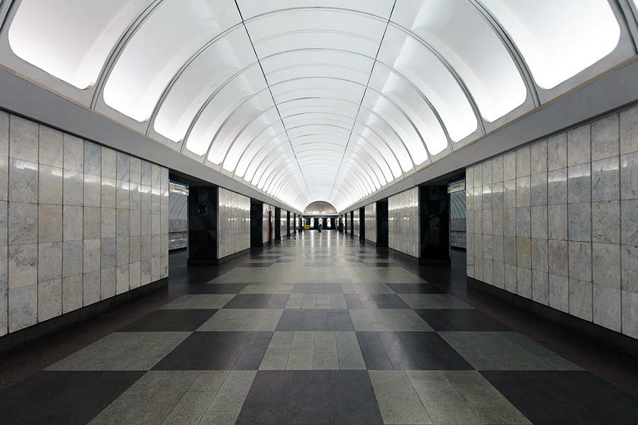 Estación de metro Krestiánskaia Zastava.