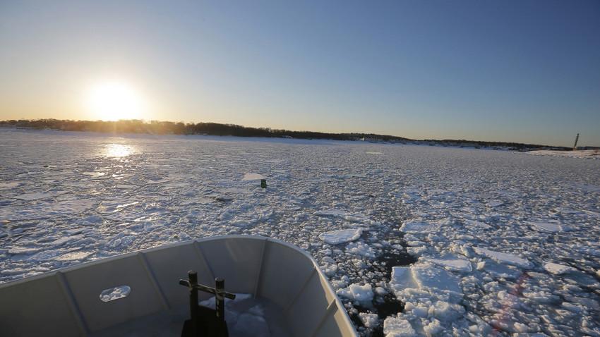 Руски ледоломац је пловио истом путањом као туристи.