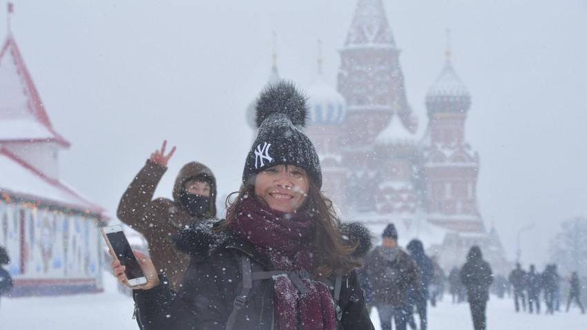 Turisti ne glede na vse uživajo v moskovski zimi
