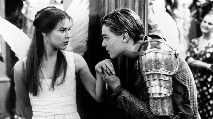 """En 1996, en la película """"Romeo+Juliet"""" de Baz Luhrmann, los personajes creados por Shakespeare fueron interpretados por Claire Danes y Leonardo DiCaprio."""