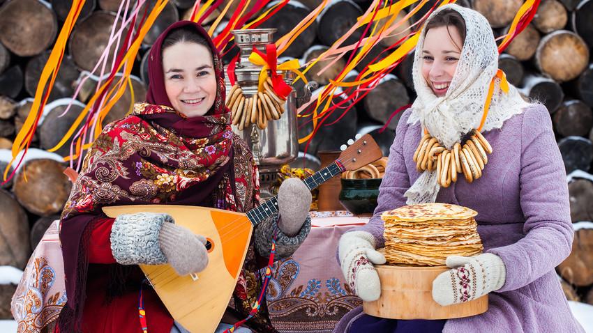 Festival tradisional Slavia ini merayakan berakhirnya musim dingin.