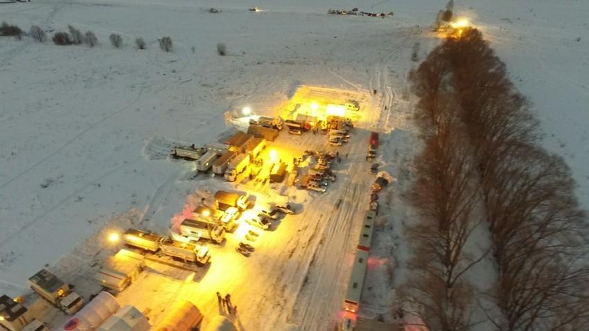 Rettungskräfte, Zivilschutzministerium und Anwohner sind seit Sonntagnachmittag vor Ort, Kreis Ramenskoje, Moskauer Gebiet