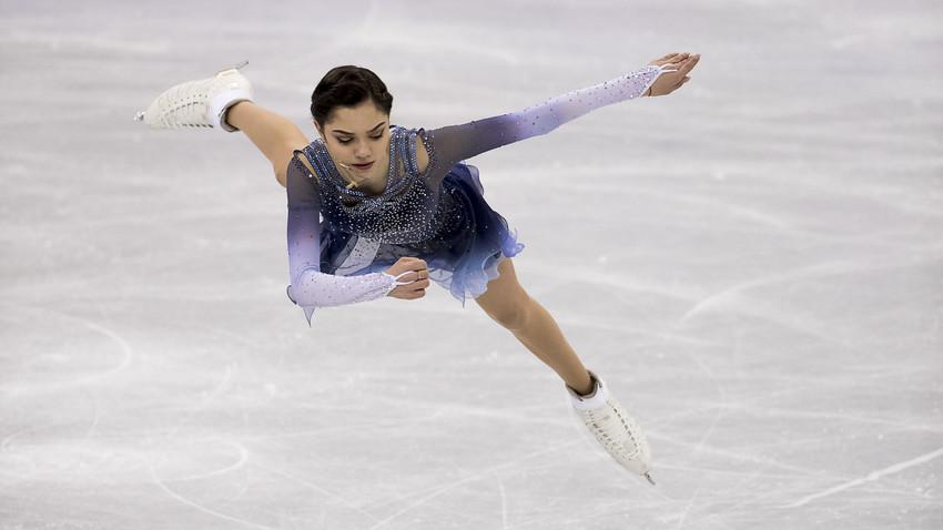 Medvedeva durante prova de patinação individual feminina nos Jogos de Pyeongchang