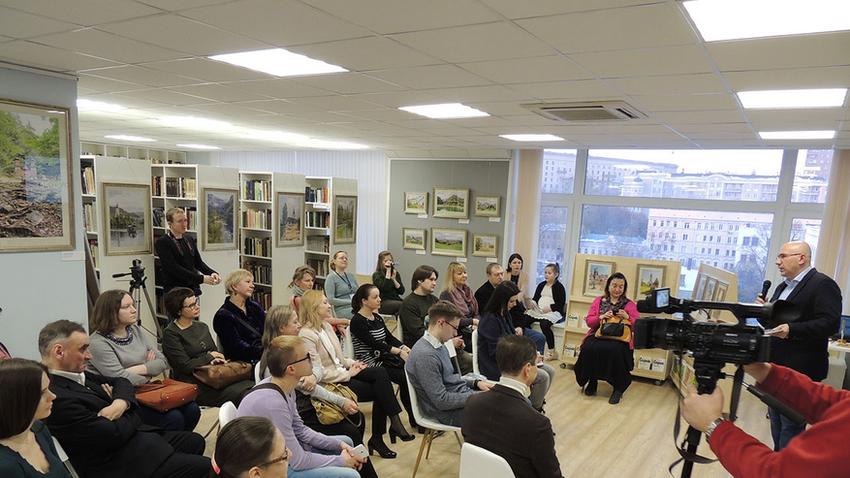 Utrinek s starejšega predavanja Valerija Maljceva o Sloveniji v Centru slovanskih kultur