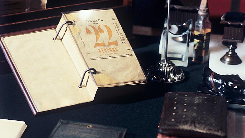 Kalender meja yang digunakan Vladimir Lenin di apartemen Kremlinnya.